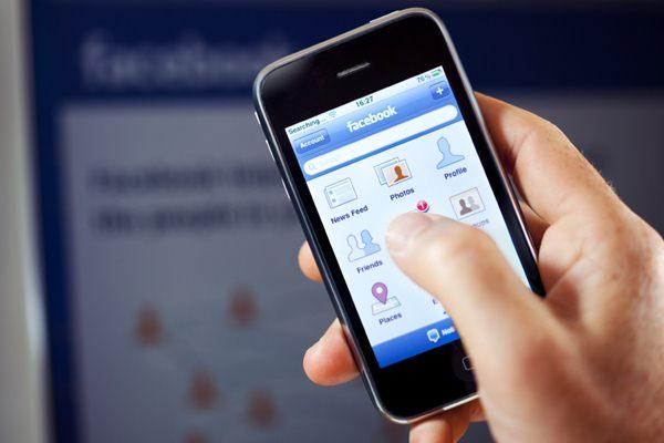 Hal Negatif yang Biasa Cewek Lakukan di Facebook