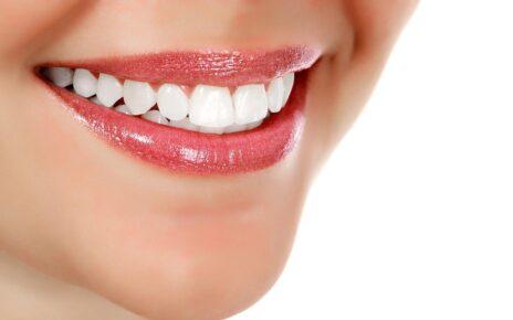 Buah yang Membuat Gigi Lebih Putih
